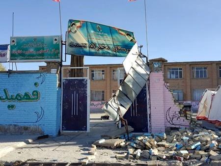مدیرکل نوسازی مدارس استان کرمانشاه در مصاحبه با خبرنگاران: گزارشی از تخریب مدرسه در مناطق زلزله زده نداشتیم، وضعیت تعطیلی مدارس هنوز تعیین نیست
