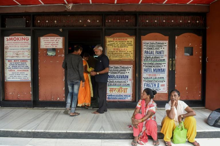 مردم هند: کمتر می خوریم اما به سینما می رویم، افزایش درآمدهای بالیوود در بحران مالی (