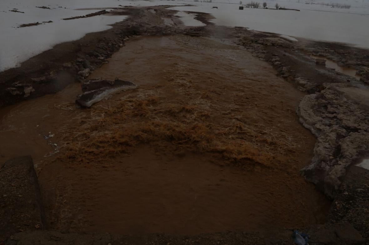 خبرنگاران سیلاب زمین های کشاورزی کوهرنگ را تخریب کرد