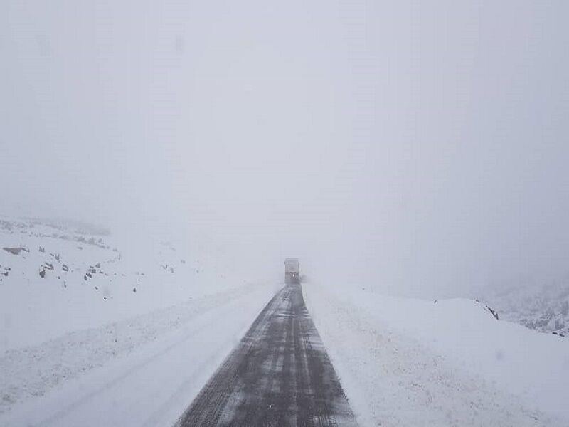 خبرنگاران برف بهاری ارتفاعات اندیکا را سفیدپوش کرد