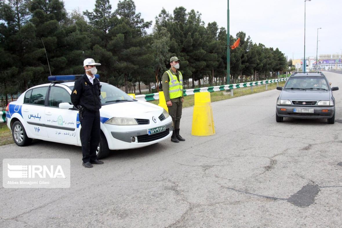 خبرنگاران کنترل ورودی های شهر قم با اجرای طرح فاصله گذاری اجتماعی