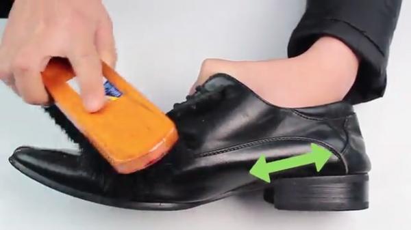 تمیز کردن کفش چرم مشکی و قهوه ای