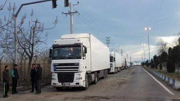 تردد کامیون های ترانزیتی و صادراتی ایرانی به آذربایجان روان می شود