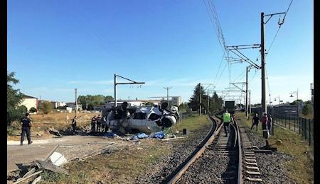 16 کشته و زخمی براثر برخورد قطار با مینی بوس در ترکیه