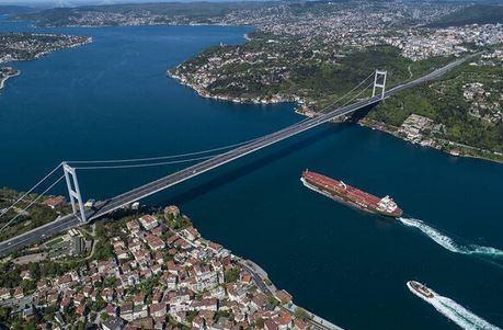 نرخ تورهای ترکیه: برخورد کشتی روسی با ترکیه ای در تنگه بسفر
